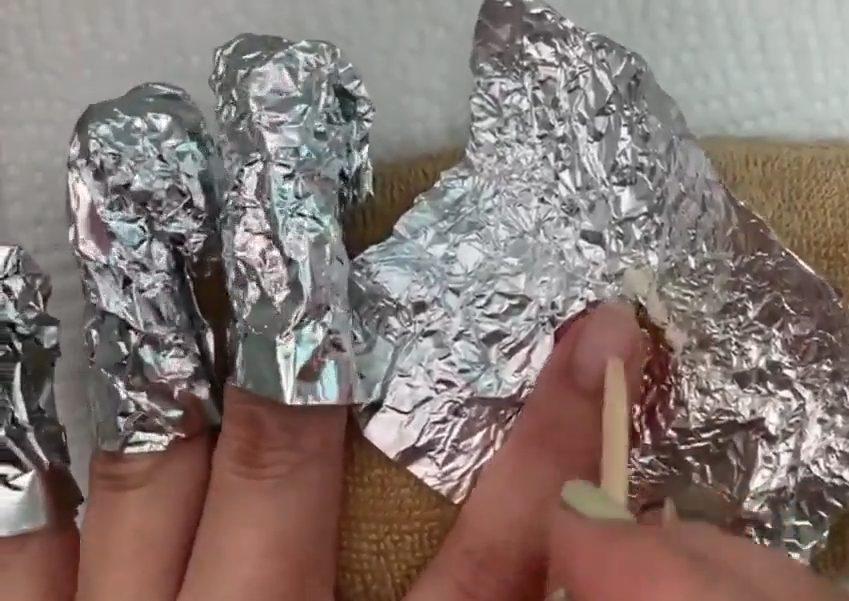 爪が痛む一番の原因は?実はジェルネイルのオフ👆